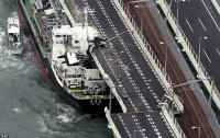 4FAFEE5700000578-6128849-A_2_591_tonne_tanker_was_sent_crashing_into_a_bridge_connecting_-a-4_...jpg